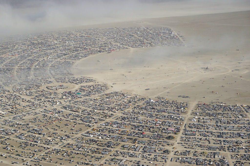 Лауреат Нобелевской премии по экономике на фестивале Burning Man 11