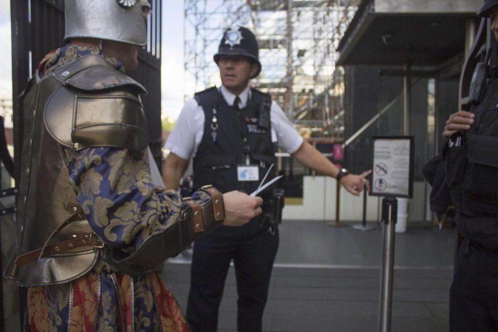 Что будет, если нарушить старые законы на глазах у полиции? 17
