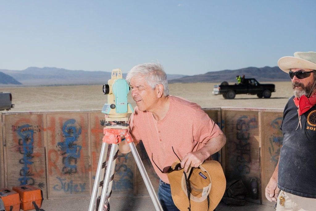 Лауреат Нобелевской премии по экономике на фестивале Burning Man 8